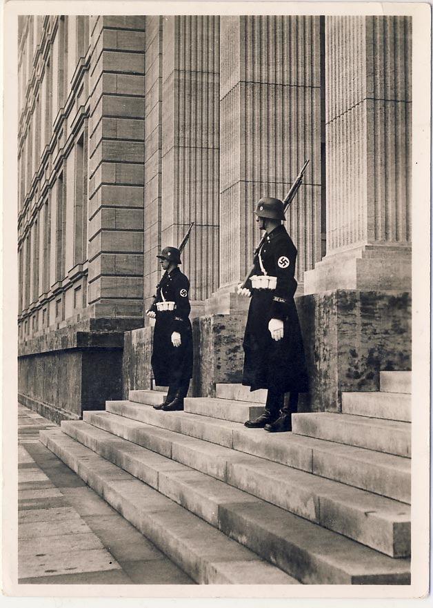 SS-guards in front of the entrance to Reichskanzlei in Voßstras
